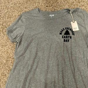 American eagle tailgate tee shirt earth day NWT L